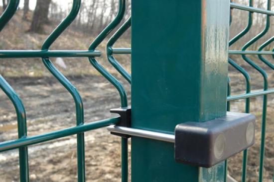 Stalp gard verde 2250 mm pentru sustinerea panourilor bordurate.